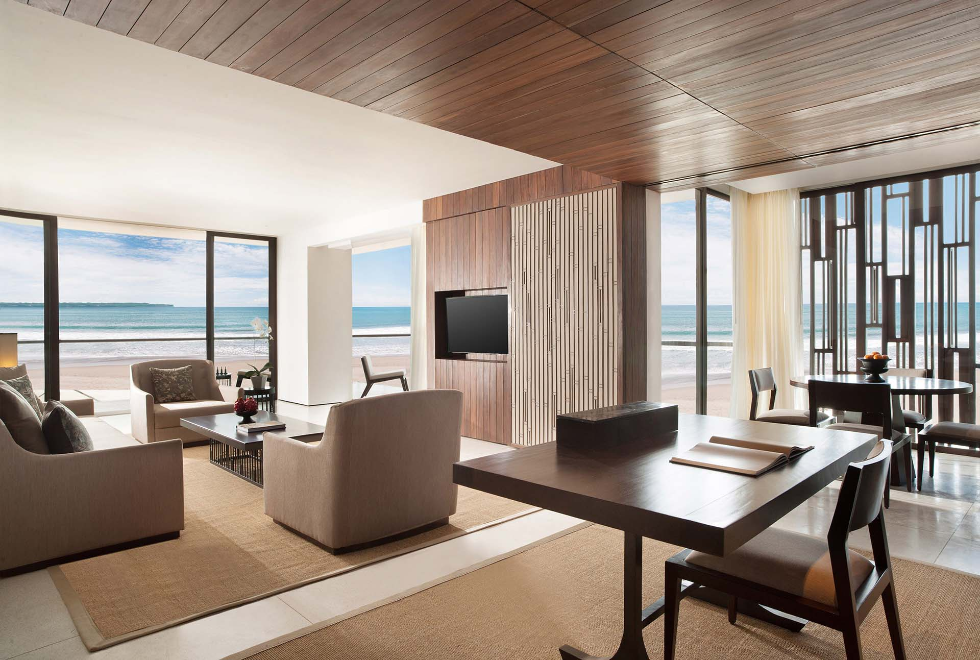 Beach Suite - Living Room